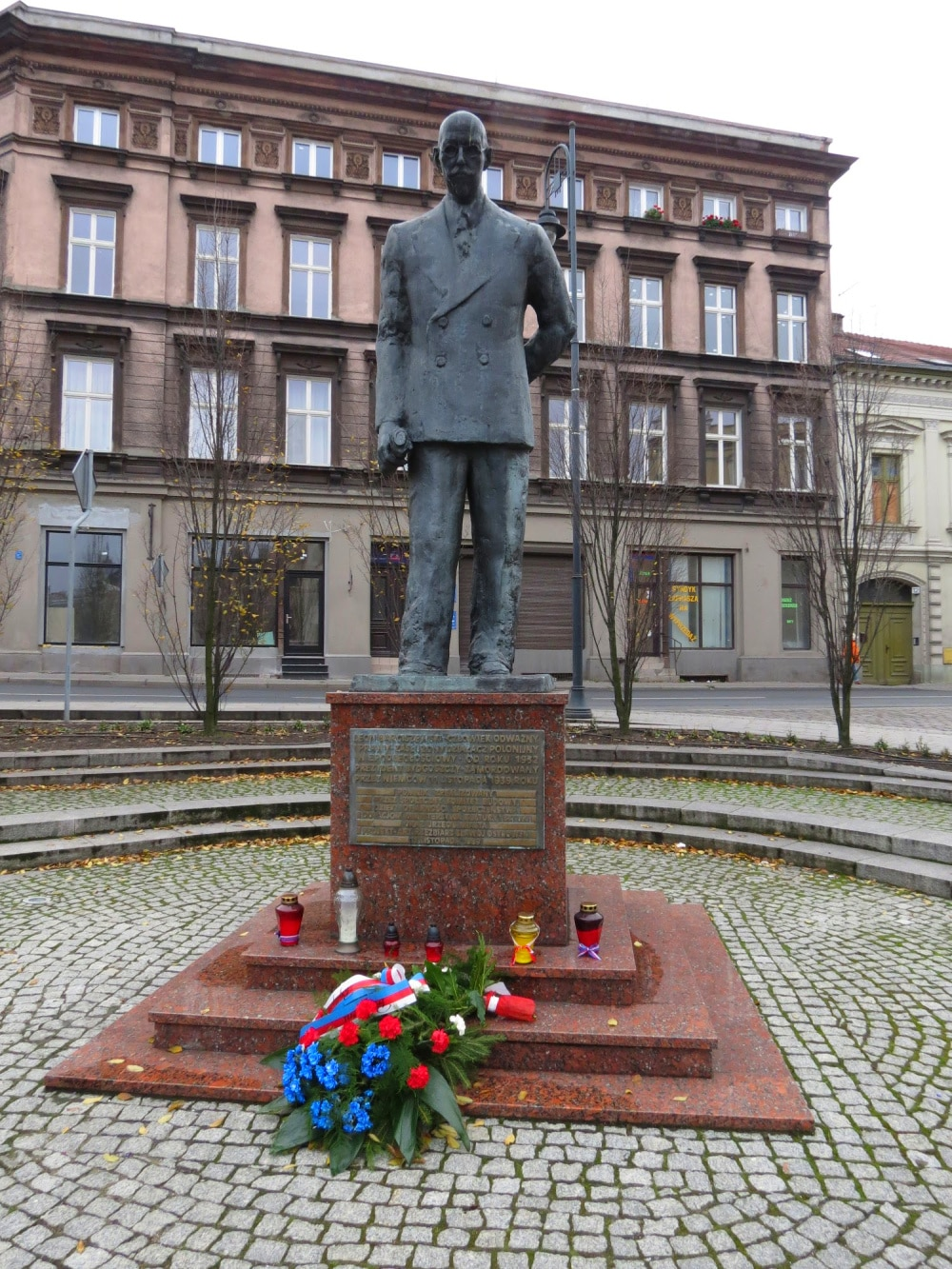 The Leon Barciszewski Statue commemorates the mayor of #Bydgoszcz during WWII who was murdered by the Nazis. He was a city hero. #statue