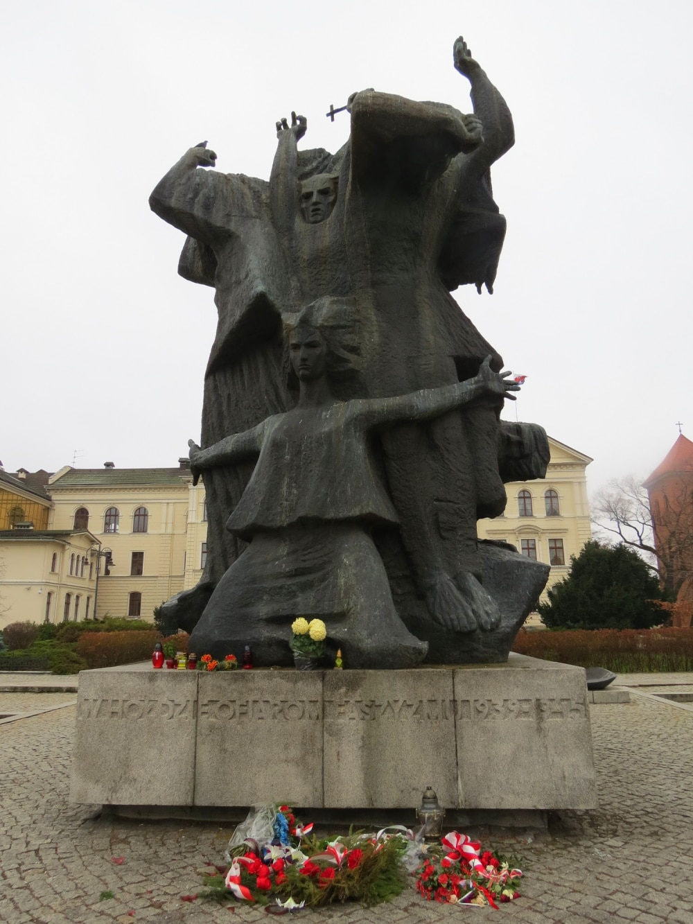 The Monument for War Victims in Bydgoszcz commemorates those who died in the city during WWII #statue #WWII #Bydgoszcz #Poland