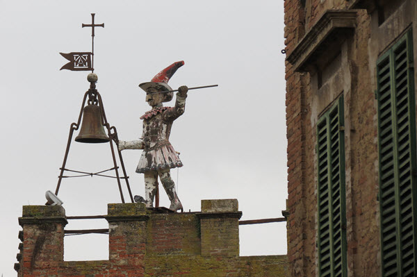 Boomer Travel | Italy | Roof top with Pinocchio in Montepulciano