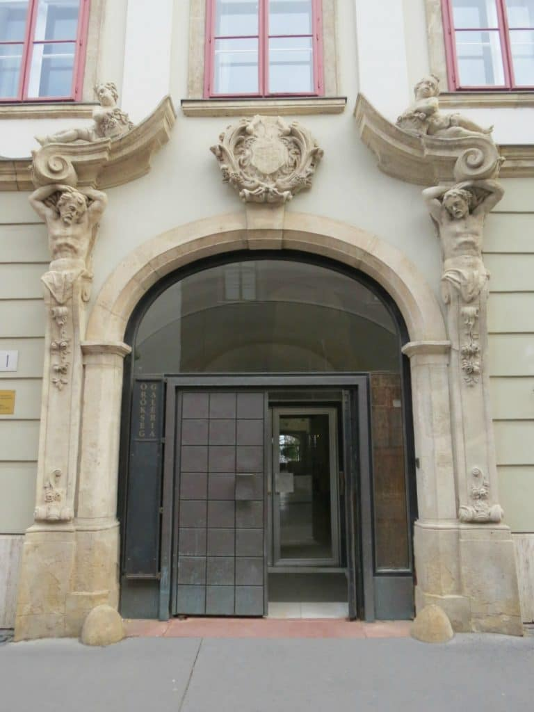 Boomer Travel | Budapest, Hungary | Doorway with Statues