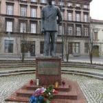 Boomer Travel | Bydgoszcz, Poland | Leon Barciszewski statue