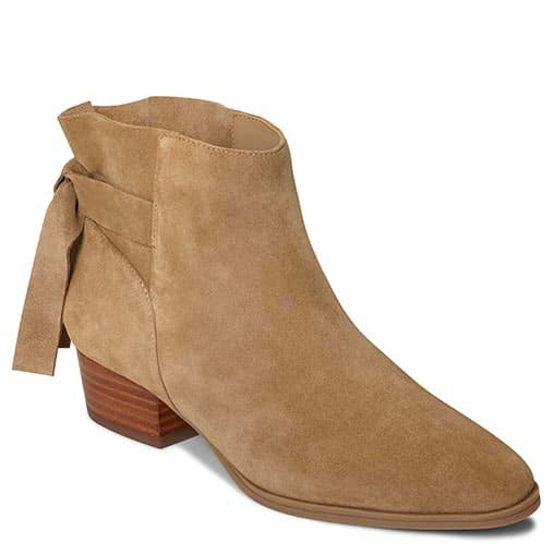 This pair of Crosswalk by Aerosole ankle bootie comes in wide and is comfortable. Wear them with pants to give your style an edge. #ankleboot #booties #Aerosole #AD #comfortableshoes