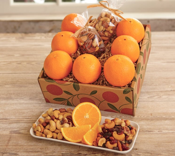 This Hale Groves healthful snack box makes a wonderful #gift for a friend, loved one or colleague. So delicious! #giftbasket #fruitbasket