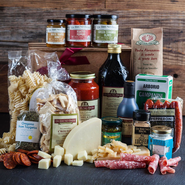 Di Bruno Bros has amazing #culinary #gifts and #giftbaskets for the #holidays and #specialoccasions. This Cucina gift basket is for Italian food lovers. Doesn't it look yummy!