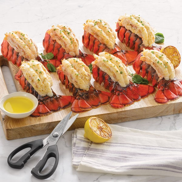 Looking for a unique #gift to give for the #holidays or #specialoccasion ? Give a Lobster Gram. #GiftBaskets available