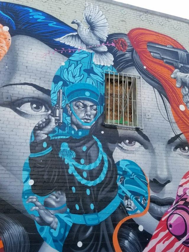 Mural by Tristan Eaton in the Los Angeles Arts District #streetart #murals #wallart #LAart #losangelesstreetart #tristaneaton