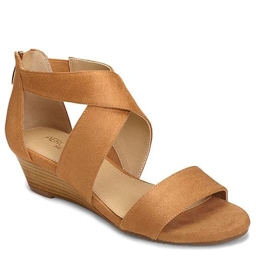 These Apprentice Sandals by Aerosoles are stylish enough to wear to a party but super comfortable. They come in several colors. #shoes #comfortableshoes #sandals #aerosoles #AD #Affliate