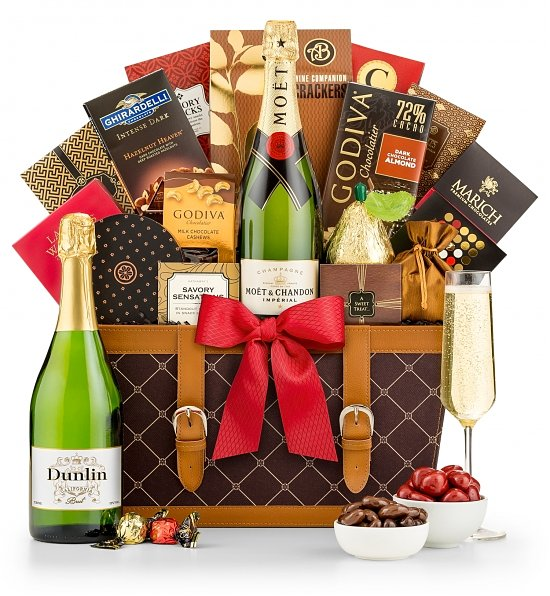 This GiftTree Champagne Wishes gift basket makes a fabulous treat for lovers of the bubbly. #champagne #giftbasket #AD #gifttree #giftideas