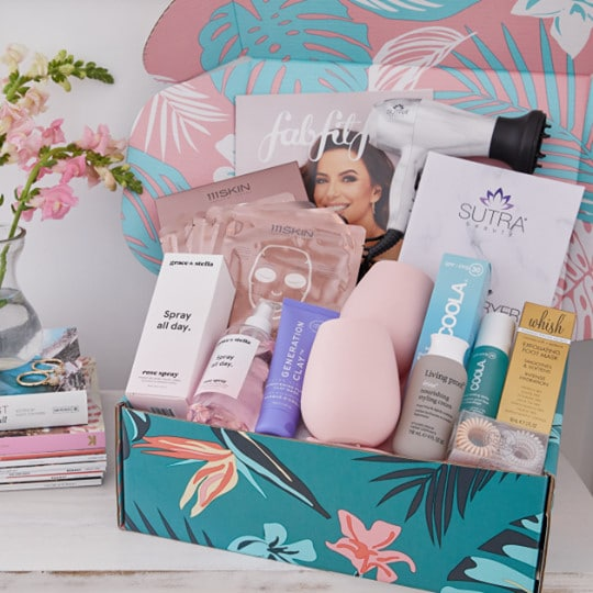 Fab Fit and Fun boxes are a subscription gift service that provides full size products each month to sample. So fun! #gifts #giftbox #subscriptionbox #FabFitFun #ad #sponsored